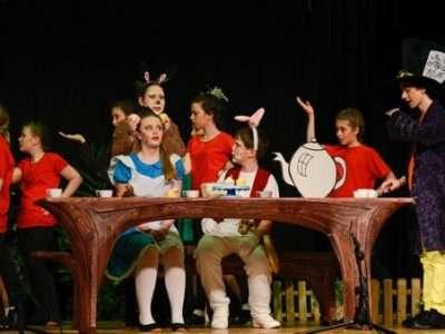 """Aufführung Disney's """"Alice im Wunderland jr."""""""